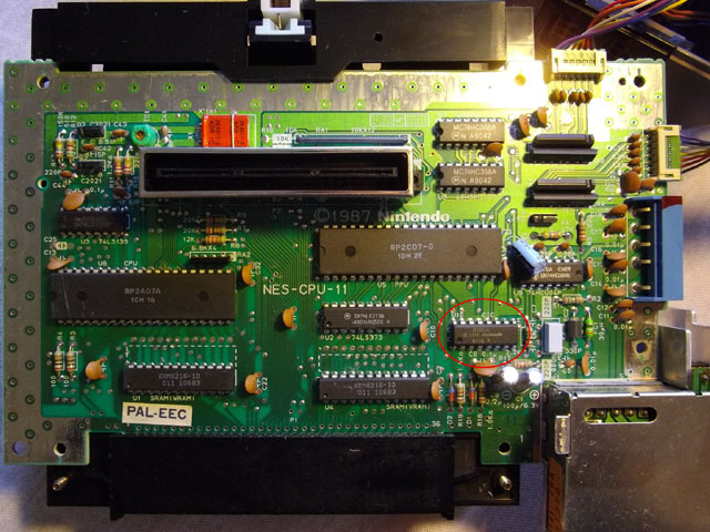 une photo du pcb nintendo nes