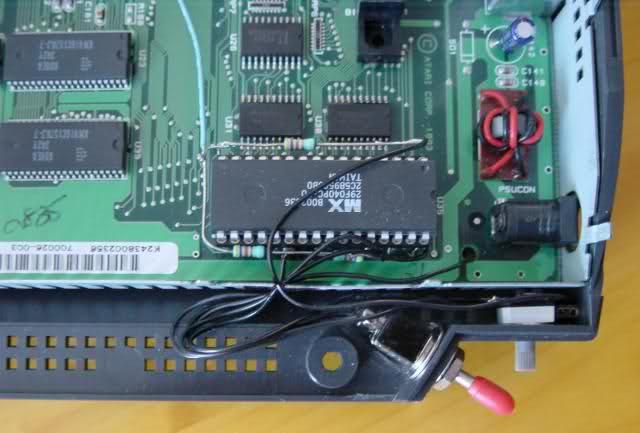 Uma imagem do interruptor interior de Atari Jaguar
